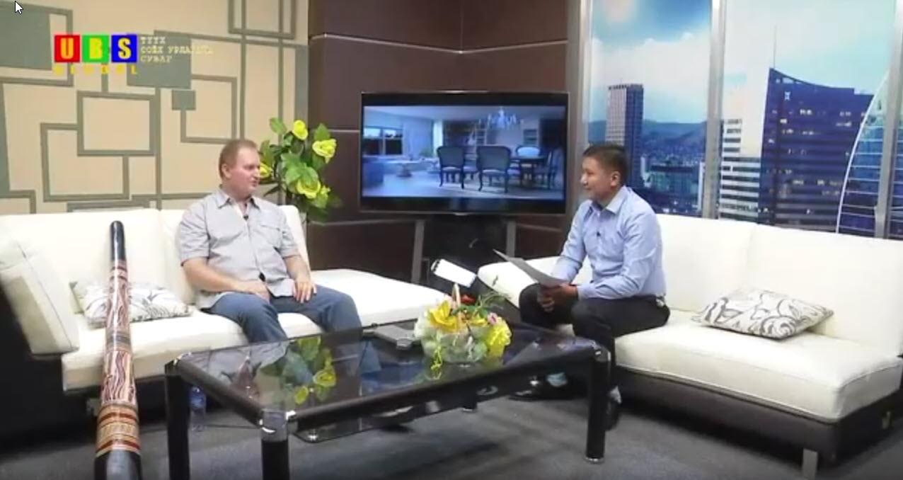 Didgeridoo_Lehrer_Olaf_Gersbacher_im_Interview_im_mongolischen_Fernsehen 1