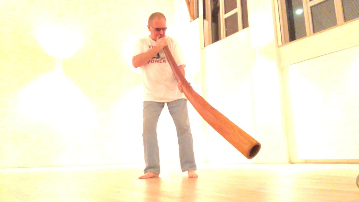 White_room_didgeridoo_yidaki_master_Olaf_Gersbacher